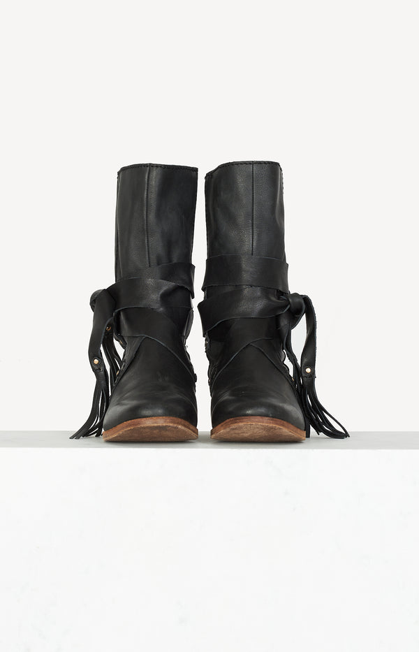 Boots with rivet details in black