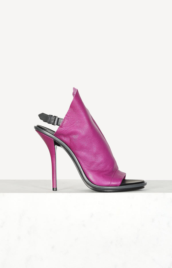 Peep toe sandals in pink