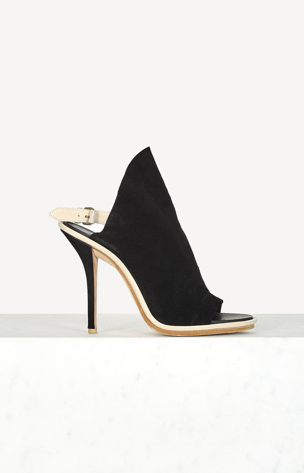 Peep toe sandals in black