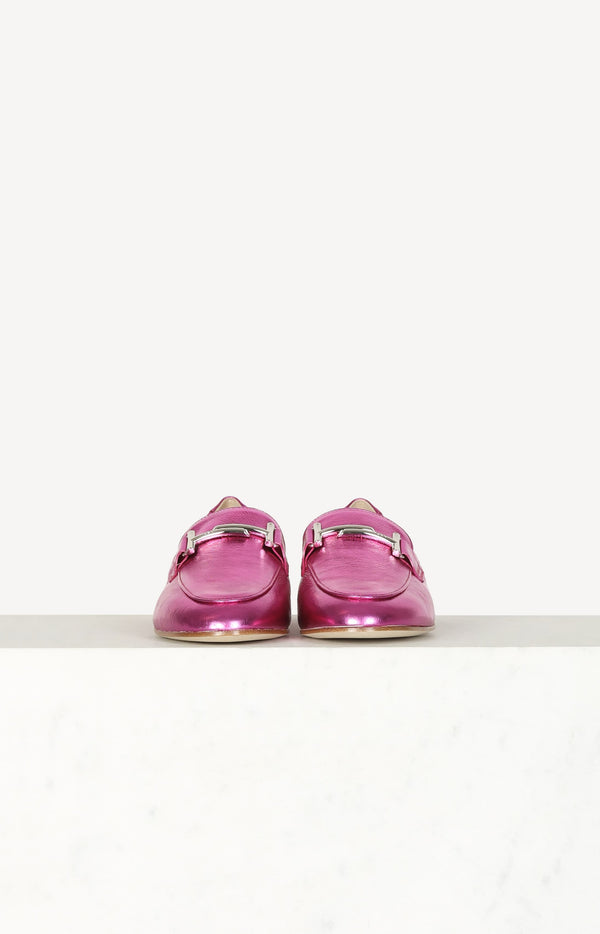 Loafers in Metallic Fuchsia