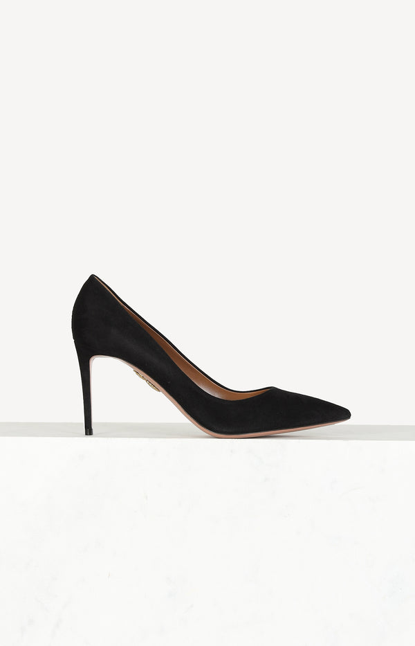 Pointed pumps in black