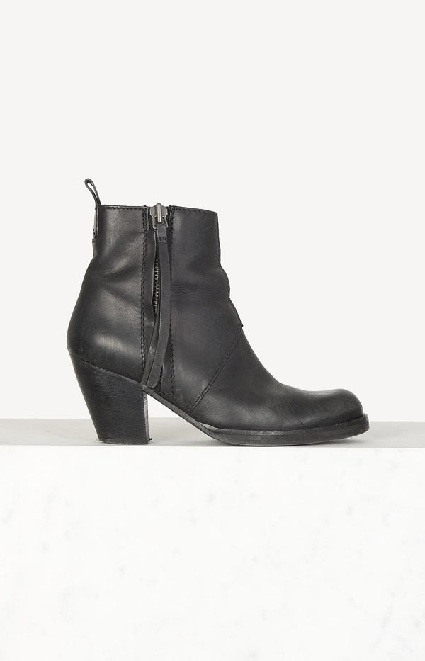 Boots Pistol in black