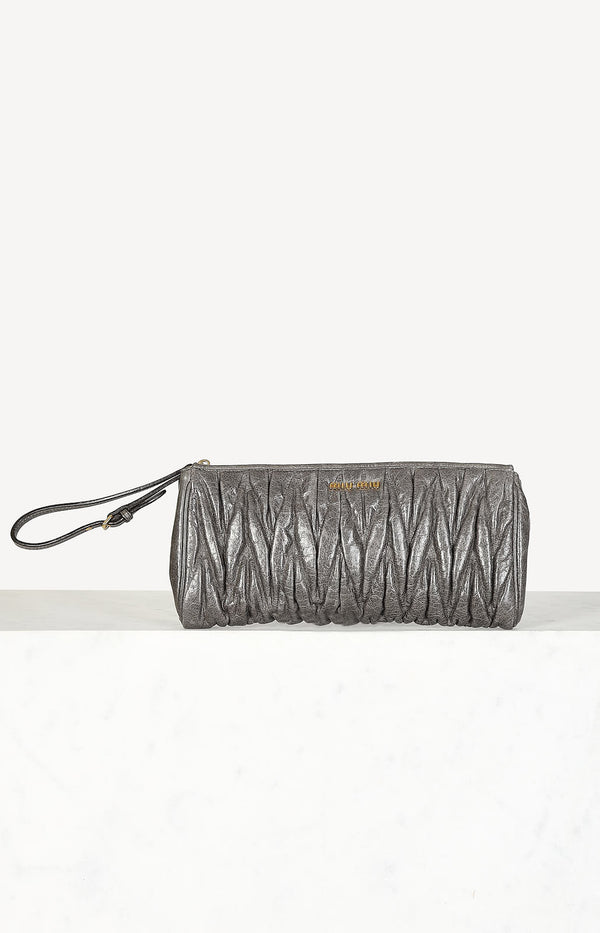 Clutch Matelasse in Grau