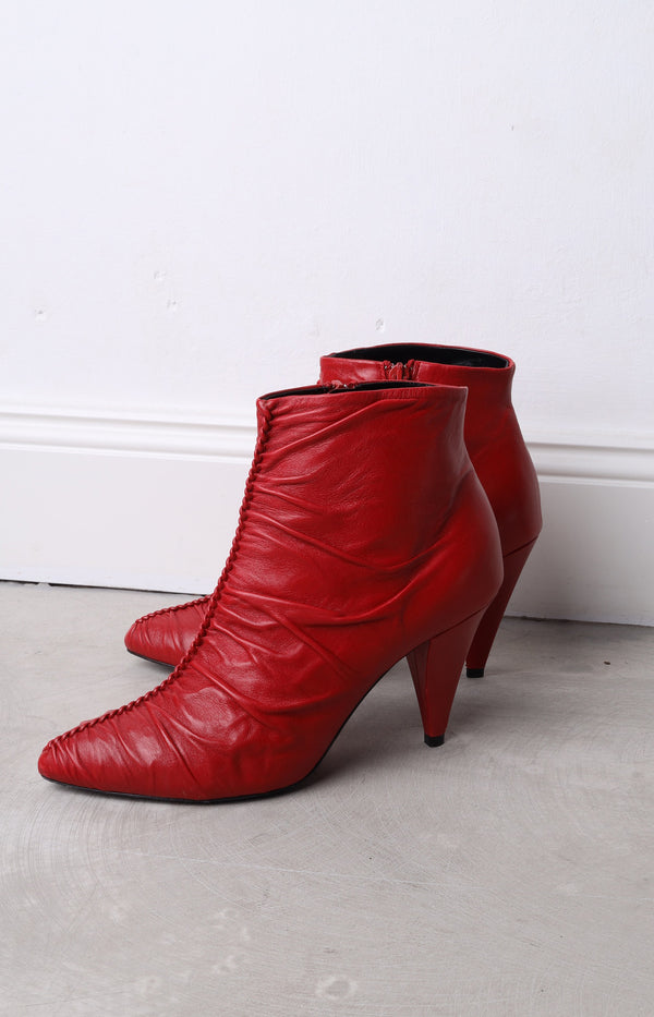 Ankle boots in red