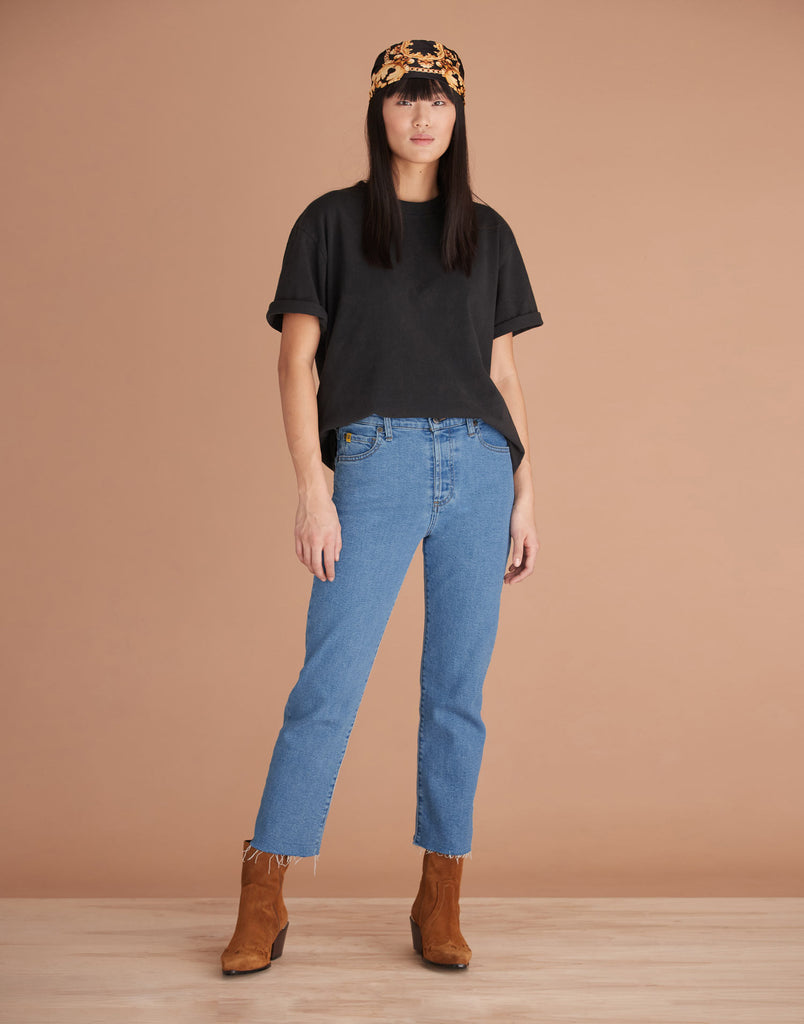 Coco Classic Rise Chloe Straight Jeans Yoga Jeans