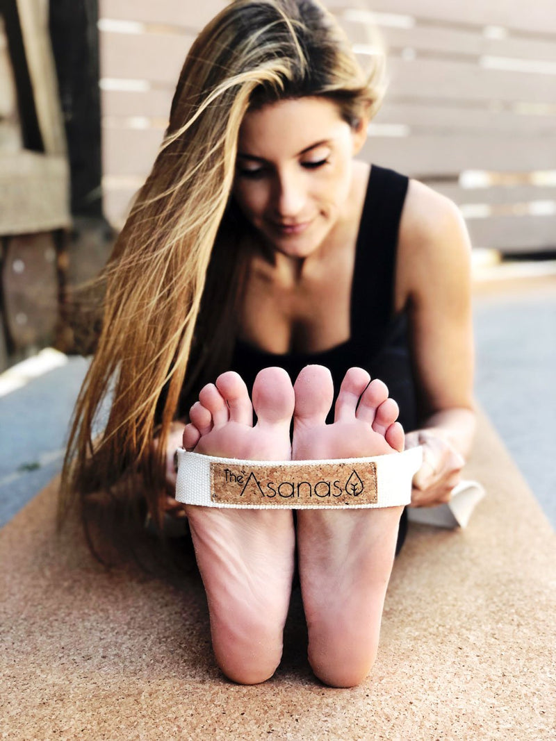 how to use yoga belt best cork yoga mat review why buy a cork yoga mat, benefits of yogamat cork, thick cork mat, the asanas, cork yoga block, yoga wheel, carrying strap for yoga mat
