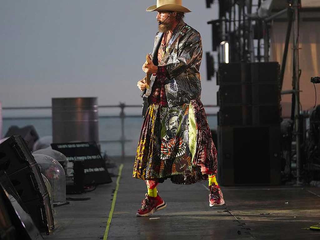 jovanotti beach party outfit