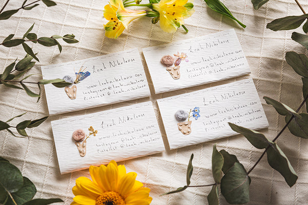 Leah_Nikolaou_Business_Cards_and_flowers