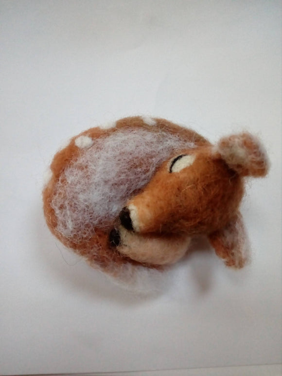 Sleeping baby fawn/ needle felted collectable/needle felted fawn/ wool fawn/ deer/needle felted baby deer/ needle felted deer