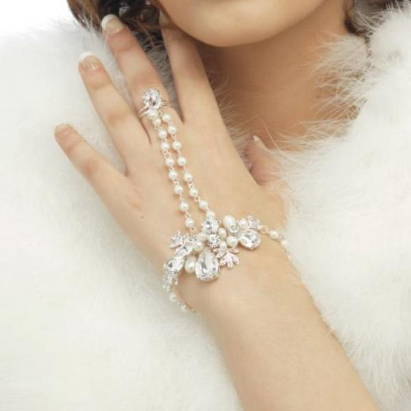 Luxe Pearl Hand Bridal Bracelet