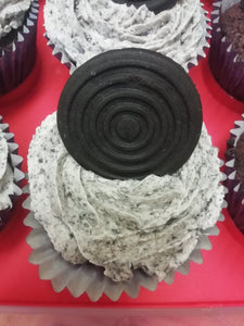 12 Cookies and cream cupcakes