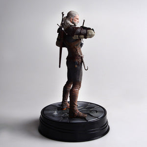 19cm Tall Witcher Resin Action Figure with Base - FOB:US$5.50 - MOQ:1000