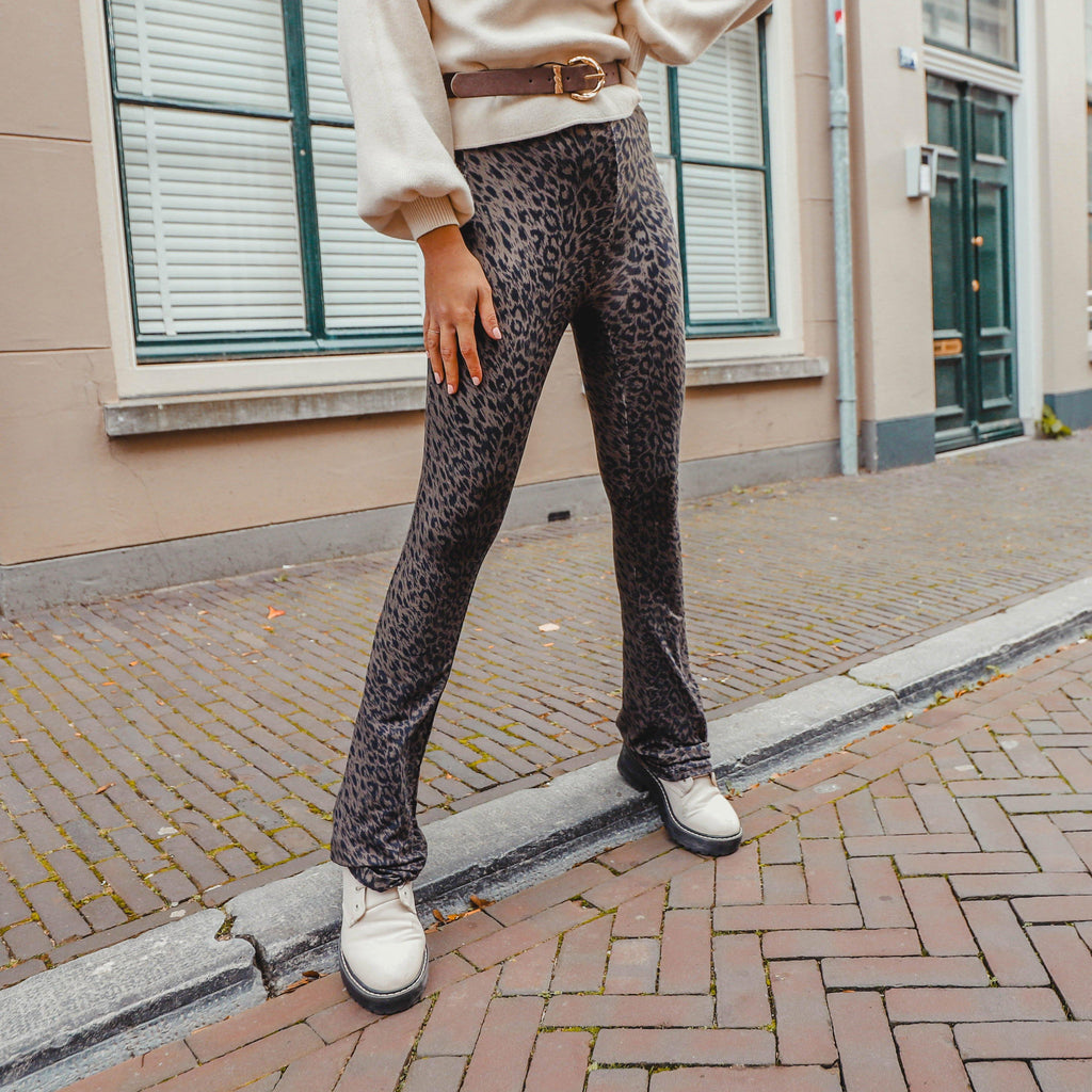Soft flared legging Leo zwart