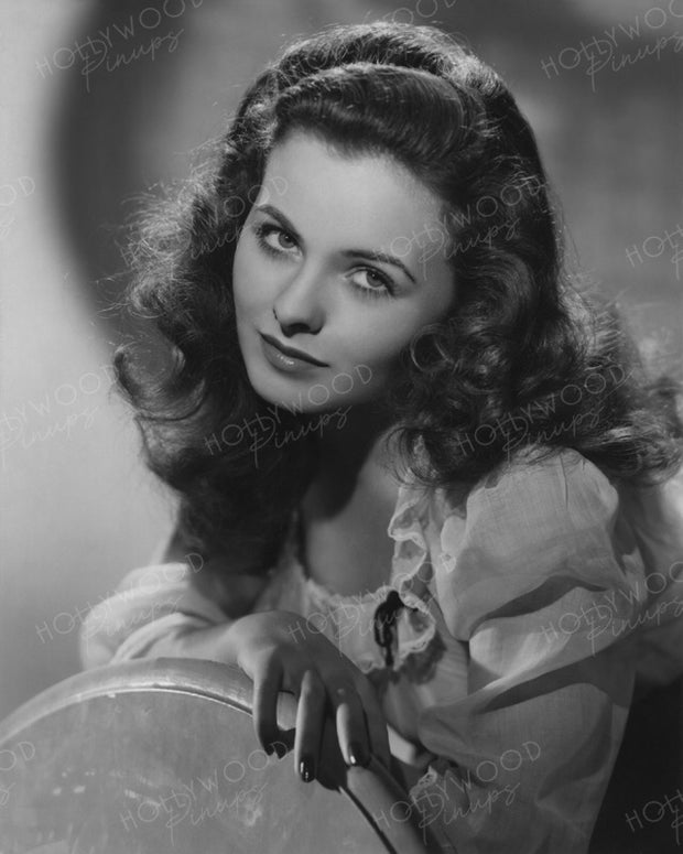 Jeanne Crain by FRANK POWOLNY 1944 | Hollywood Pinups | Film Star Colour and B&W Prints