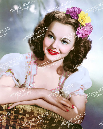 Wanda Hendrix Pretty Picture 1946 | Hollywood Pinups Color Prints