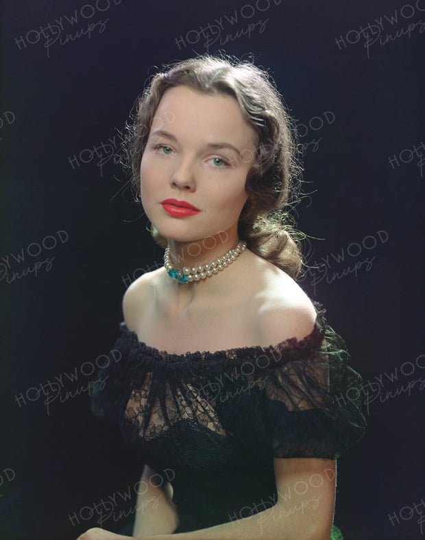 Wanda Hendrix Demure Beauty 1947 | Hollywood Pinups | Film Star Colour and B&W Prints