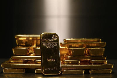 Gold Back in Play for $1,700 as Virus Fears Energize Safe Havens