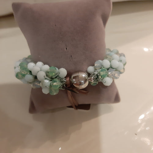 Green beaded bracket