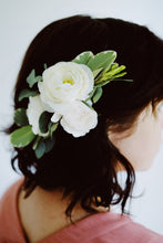 Load image into Gallery viewer, Floral Hair Piece