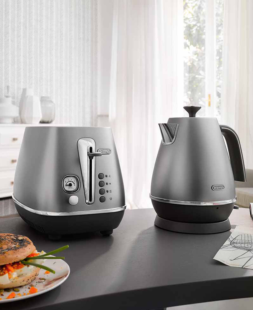 DeLonghi Distinta Flair 2 Slice Toaster – Finesse Silver + Bun Warming