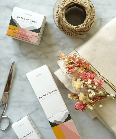 Paquet cadeau DIY tissu fleurs sechees On The Wild Side