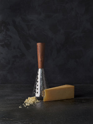 Cheese grater with cheese
