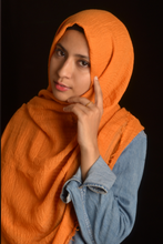Load image into Gallery viewer, Carrot Wrinkle/Crinkle Cotton Hijab