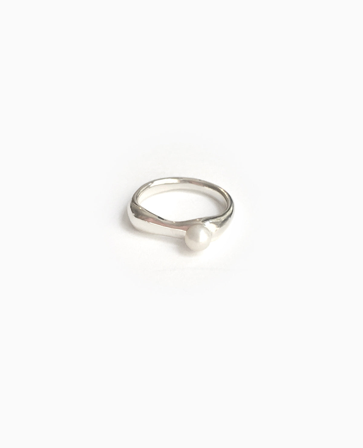 SUAI Ona Small Pearl Ring / Silver