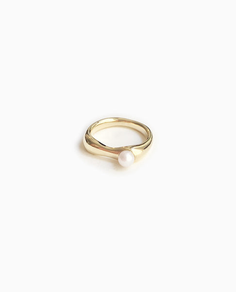 SUAI Ona Small Pearl Ring / Brass