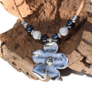 Black & White Beaded Flower Necklace (N45)