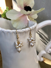 Load image into Gallery viewer, Freshwater Pearl Cluster Earrings