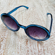 Load image into Gallery viewer, Blue Round Sunglasses (Last pair!)