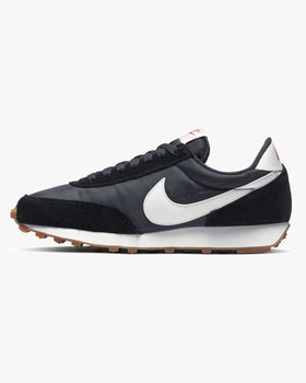 Nike Wmns Daybreak - Black / Off Noir / Gum Medium Brown Nike Trainers