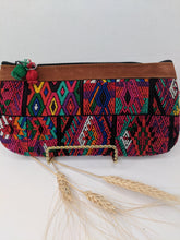 Load image into Gallery viewer, WRISTLET CLUTCH GEO