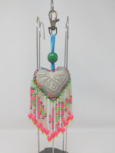 SMALL HEART WITH FRINGE PINK/GREEN