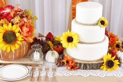 Fall-Dessert-Table-Burlap-Overview