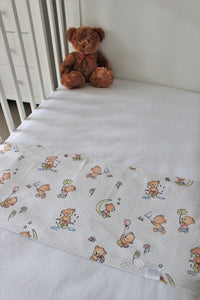 TEDDY COT SPILL PILLOWS & WHITE FITTED SHEET / FLANNELETTE