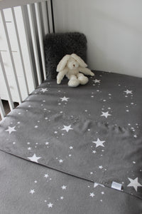 STAR COT SPILL PILLOW & FITTED SHEET / FLANNELETTE