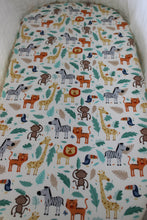 Load image into Gallery viewer, JUNGLE BASSINET SPILL PILLOW AND FITTED SHEET / COTTON