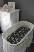 Load image into Gallery viewer, FLIGHT BASSINET FITTED SHEET / COTTON