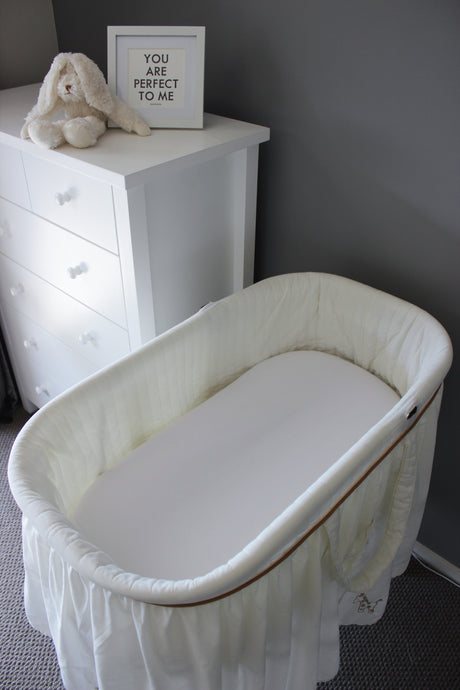 WHITE BASSINET FITTED SHEET / FLANNELETTE