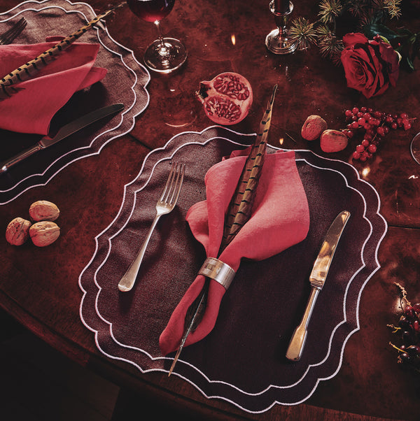 How to Create the Perfect Christmas Tablescape