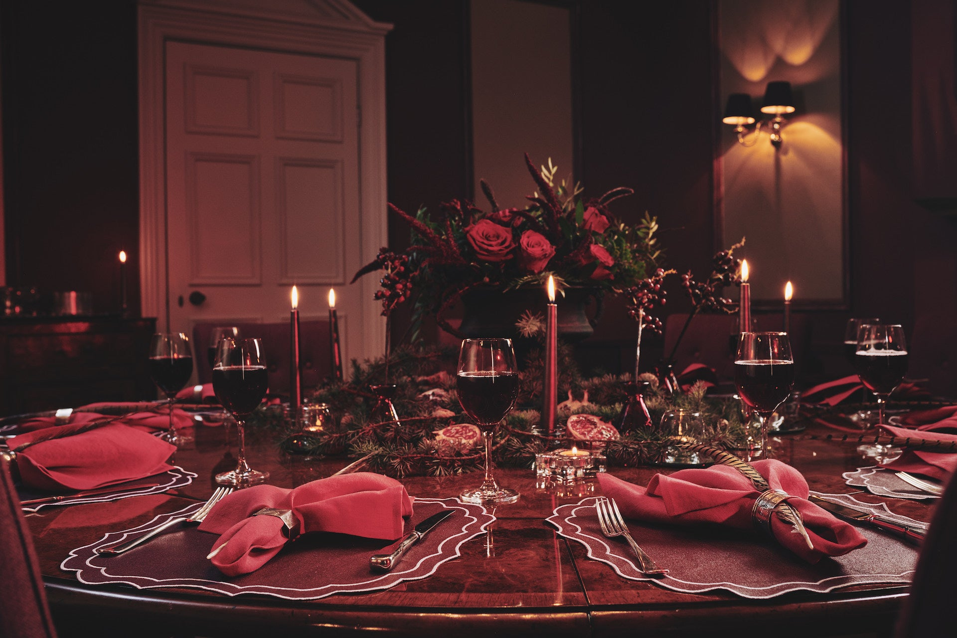 Christmas tablescapes setting red pink burgundy bronze stylish inspiration festive