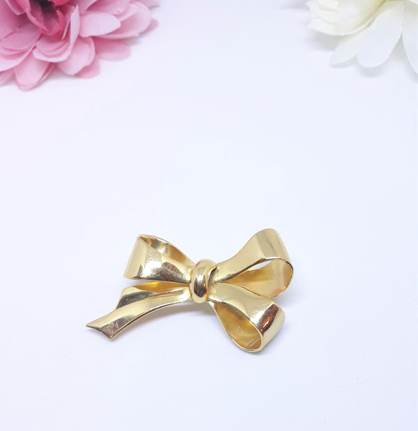 Coro Signed Bow Brooch, Gold Tone in Excellent Condition