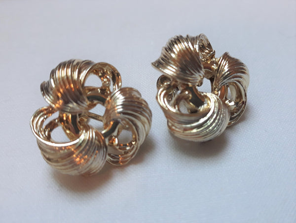 Vintage Lisner Gold Tone Earrings