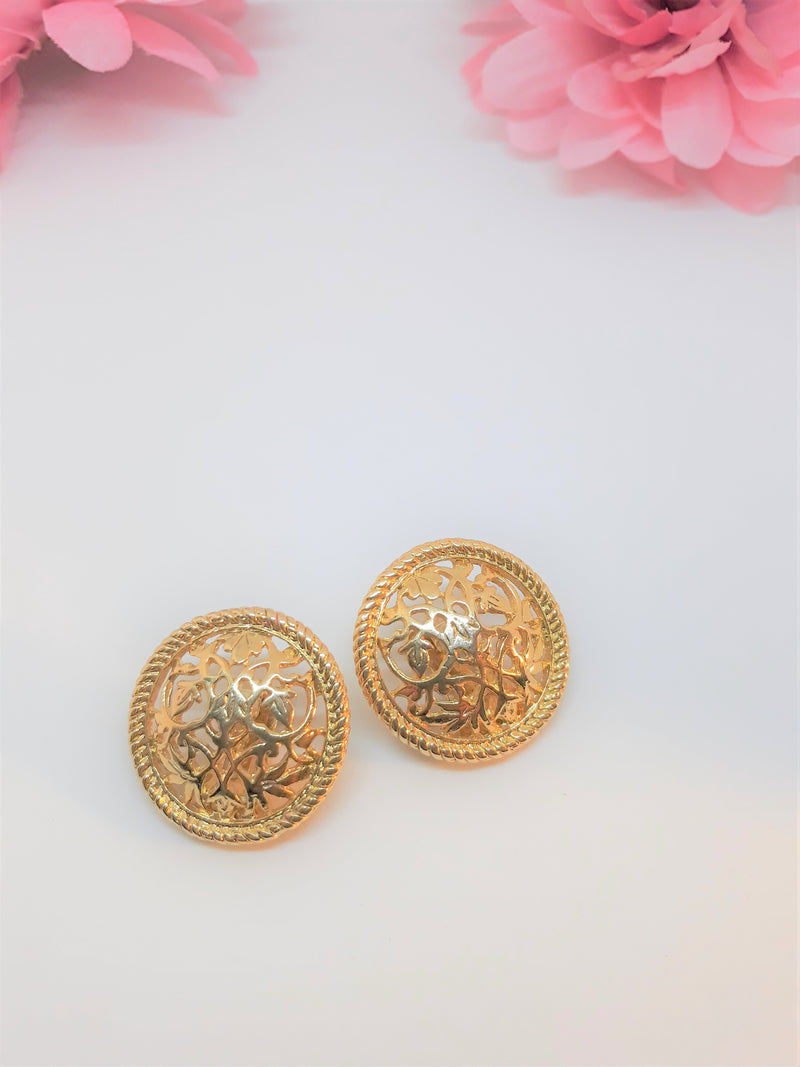 Vintage Round Floral Gold Tone Design Clip-on Earrings - 1960-70s. Gorgeous