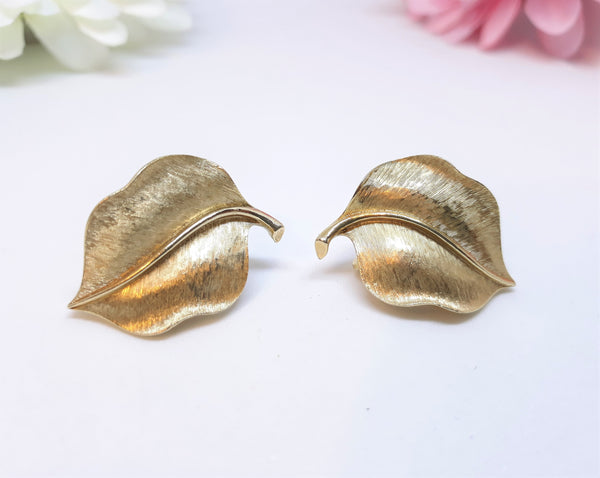 Trifari signed, Gold Leaf Clip-on Earrings - Gorgeous Textured Gold Tone