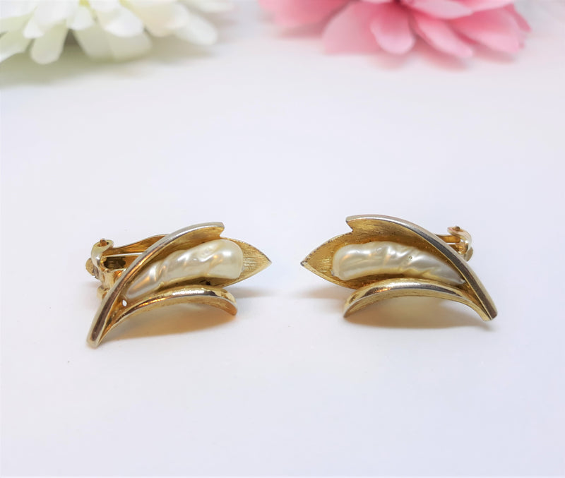 Vintage Floral Pearl and Gold Tone Earrings