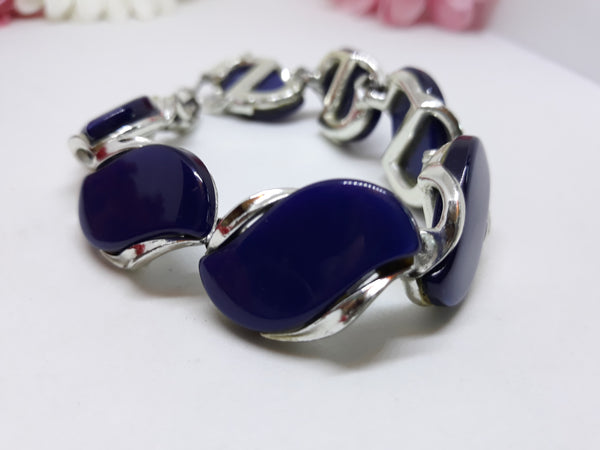 Lisner Signed Royal Blue Cabochon Bracelet with Silver Tone