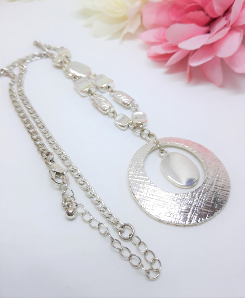 Vintage Silver Tone Necklace with a Textured Pendant
